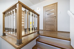 Nowożytny drewniany schodowy sposób Obraz Stock