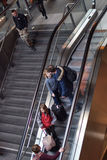 Nowożytny dworzec Berlin, ludzie na eskalatorze Obraz Royalty Free
