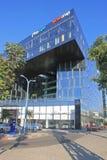 Nowożytny futurystyczny architektura budynek i Mersedes Benz salon, Zdjęcie Stock