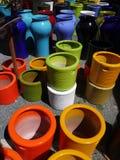 Nowożytny garncarstwo: kolorowi ceramiczni plantatorzy Obrazy Royalty Free