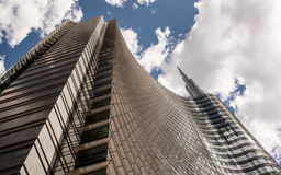 Nowożytny i futurystyczny drapacz chmur, chimeryka finansowy budynek Obrazy Royalty Free