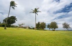 Nowożytny luksusowy pole golfowe stwarza ognisko domowe przy Makaluapuna punktem w Maui Hawaje Zdjęcie Stock