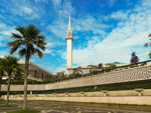 Nowożytny meczet w tropikalnym Malezja Zdjęcia Royalty Free