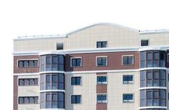 Nowożytny, nowy wykonawczy budynek mieszkaniowy na bielu, Zdjęcia Royalty Free