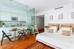 Nowożytny pojedynczy sypialnia dom Fotografia Stock