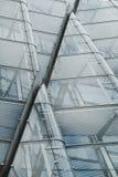 Nowo?ytny szklany architektura niskiego k?ta strza? zdjęcie stock