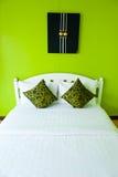 nowożytny zielony sypialnia dom Fotografia Royalty Free