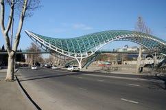 Nowożytny zwyczajny futurystyczny most pokój nad Kura, Tbilisi Zdjęcia Royalty Free