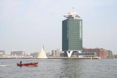 nowoczesna architektura Wysoki budynek biurowy morzem zdjęcia stock