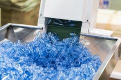Nowoczesna technologia Plastikowy filiżanki fabrykować przemysłowy fotografia royalty free