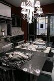 nowoczesne łomotanie pokój służyć stół zdjęcia royalty free