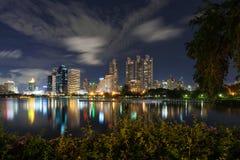 nowoczesne miasto w nocy Zdjęcie Royalty Free