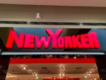 Nowojorczyka biznesowy logo przy lokalnym centrum handlowym zdjęcia royalty free