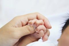 Nowonarodzona dziecko ręka Obraz Royalty Free