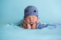 Nowonarodzona dziewczynka Jest ubranym Jellyfish kostium Zdjęcia Royalty Free