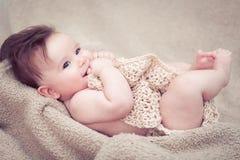 Nowonarodzony chłopiec ono uśmiecha się Fotografia Stock