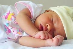 Nowonarodzony dziecka dosypianie Obrazy Stock