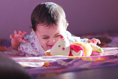 Nowonarodzony dziewczyny patrzeć obraz stock