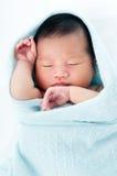 nowonarodzony uśpiony dziecko Zdjęcia Royalty Free