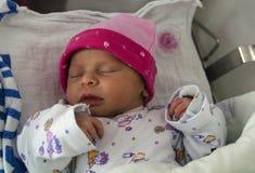 noworodek dziewczynki spać Zdjęcia Royalty Free