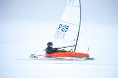 NOWOSIBIRSK, RUSSLAND 21. DEZEMBER: Eissegeln auf dem gefrorenen Seewettbewerb Lizenzfreie Stockbilder