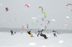 NOWOSIBIRSK, RUSSLAND 21. DEZEMBER: Eissegeln auf dem gefrorenen Seewettbewerb Stockfotos