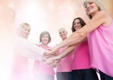 Nowotwór piersi kobiety z przemiany mienia rękami Zdjęcie Royalty Free