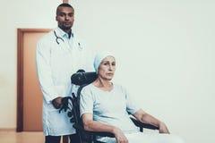 nowotwór rehabilitacja Lekarka medycyna illnesses zdjęcie royalty free