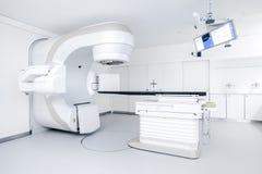 Nowotwór terapia, postępowy medyczny liniowy akcelerator w leczniczej onkologii zdjęcie stock