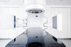 Nowotwór terapia, postępowy medyczny liniowy akcelerator w leczniczej onkologii zdjęcia royalty free