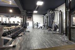 Nowożytny gym wnętrze z różnorodnym wyposażeniem Obrazy Stock