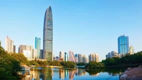 Nowożytny handlowy drapacz chmur w Shenzhen centrum finansowym Chiny Zdjęcia Royalty Free