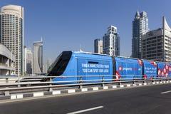 Nowożytny tramwaj w Dubaj Marina Obrazy Royalty Free