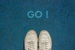 Nowy życia pojęcie, Motywacyjny slogan z słowem IŚĆ! z powodu spaceru sposobu obraz royalty free