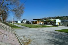 Nowy Belgrade - Parkowy Usce z Save rzeką fotografia royalty free