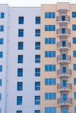 Nowy blok mieszkania Nowy blok mieszkalny przygotowywający sprzedającym Obrazy Royalty Free