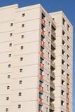 Nowy blok mieszkania Nowy blok mieszkalny przygotowywający sprzedającym Zdjęcie Royalty Free