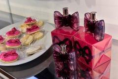 Nowy Bonbon Dla kobiety parfum podczas Viktor i Rolf Mariage Skaczemy, lata 2018 kolekci prezentacja/ Zdjęcia Stock