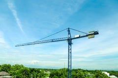 Nowy budynek ono buduje z use basztowy żuraw Fotografia Royalty Free
