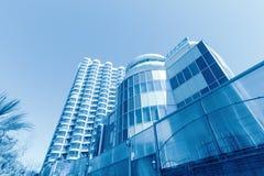 Nowy budynek przeciw niebu Zdjęcie Stock