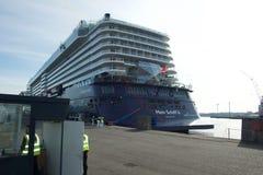 Nowy chorągwiany statku ` Mein Schiff 6 ` od Tui rejsów robi mię najpierw wezwaniu port Kiel Obraz Stock