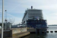 Nowy chorągwiany statku ` Mein Schiff 6 ` od Tui rejsów robi mię najpierw wezwaniu port Kiel Obraz Royalty Free