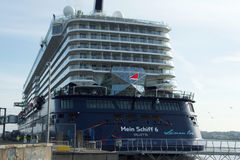 Nowy chorągwiany statku ` Mein Schiff 6 ` od Tui rejsów robi mię najpierw wezwaniu port Kiel Obrazy Stock