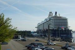 Nowy chorągwiany statku ` Mein Schiff 6 ` od Tui rejsów robi mię najpierw wezwaniu port Kiel Zdjęcia Stock