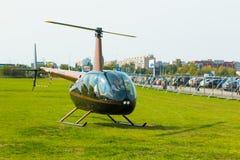 Nowy czarny śmigłowcowy use jak biznesowy transport, ludzie w helikopterze Obraz Royalty Free