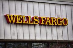 Nowy - dżersejowy Grudnia 2017 Wells Fargo Bank gałąź znak zdjęcia stock