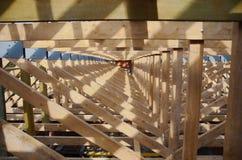 Nowy dom obecnie drewniany i w budowie dach Zdjęcia Stock