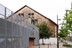 Nowy dom z drewnianym powlekaniem blisko Loire zdjęcie royalty free