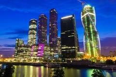 Nowy drapacza chmur Moskwa miasta centrum biznesu przy wieczór w Moskwa Zdjęcie Royalty Free