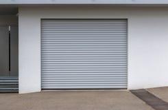 Nowy drzwi garaż zdjęcia royalty free